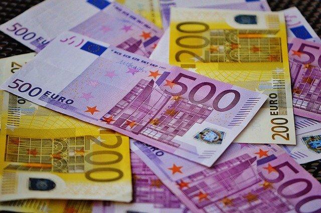 Les billets de 500 euros et 200 euros ne sont plus émis. Vers la fin de l'argent liquide ?
